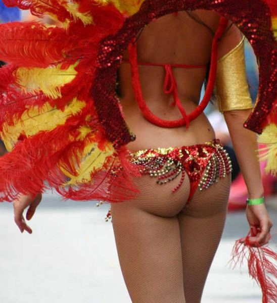 These Sexy Samba Dancers Are a Feast For The Eyes