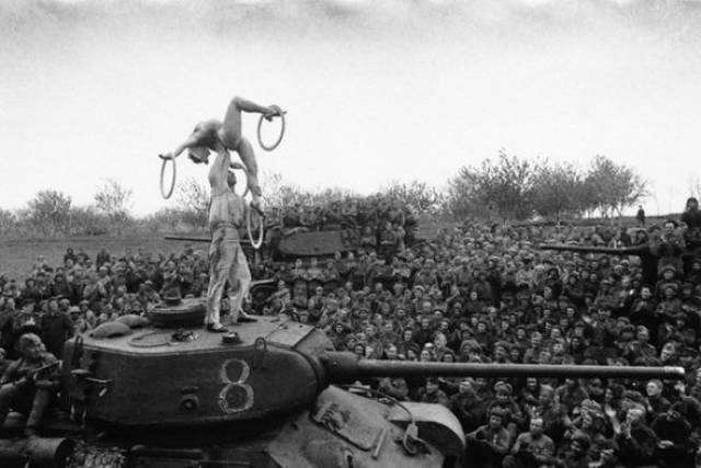 Jaw-Dropping Moments In History Captured On Camera
