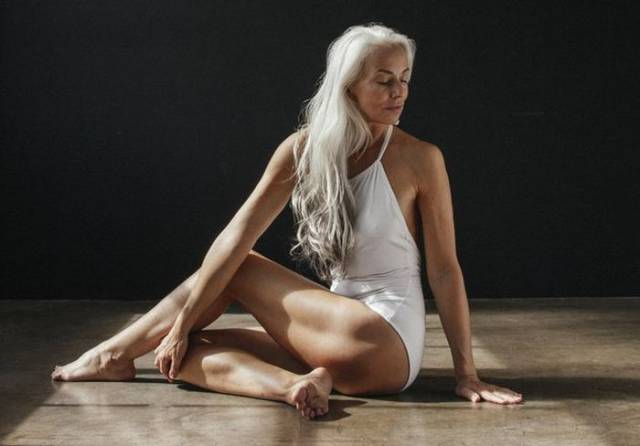 60-Year-Old Model Rocks Her Swimsuit Photo Session