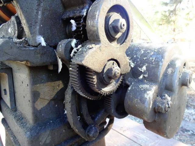 Guy Finds An Old And Rusty Hendey Lathe Of 1911 At A Junkyard