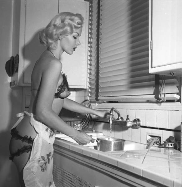 Vintage Beauties Are Eye Candy