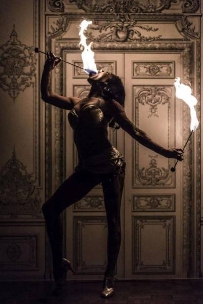 A Former Mormon Girl Picked Up A Cool But Dangerous Skill – Sword Swallowing
