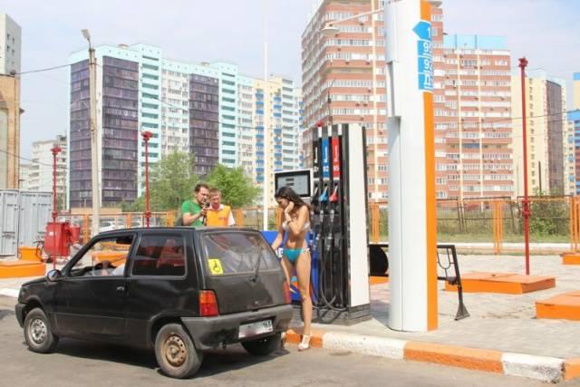 In Russia Girls In Bikinis Get Gas For Free