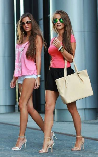 Beautiful And Sexy Girls Spotted In The Street