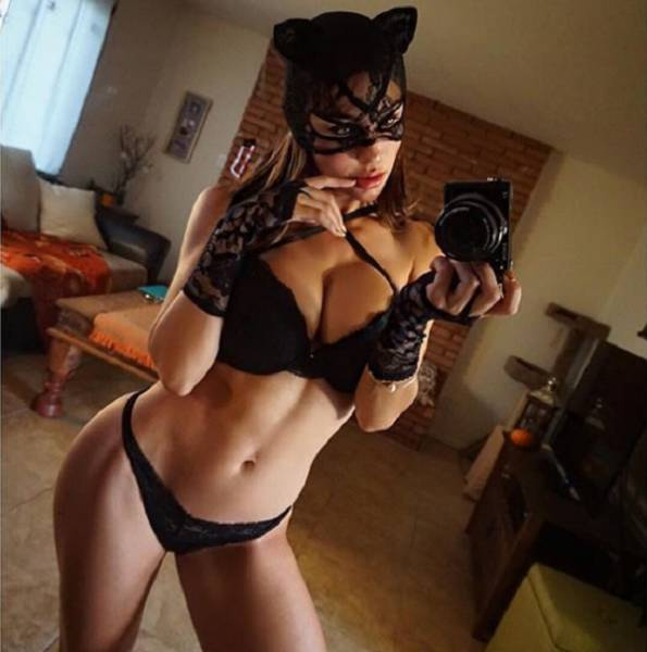 Two In One: Facts About Halloween And Hot Girls To Keep You Motivated While Reading