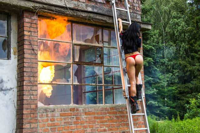 Behind The Scenes Photos Of Hot Firefighter Girls Will Make You Melt