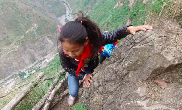 Chinese Kids Who Take One The Most Dangerous Paths To Go To School Finally Get A Steel Ladder For A Safer Climbing