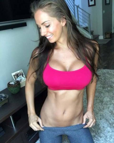 Fit Girls In Sports Bras Are Sexy AF