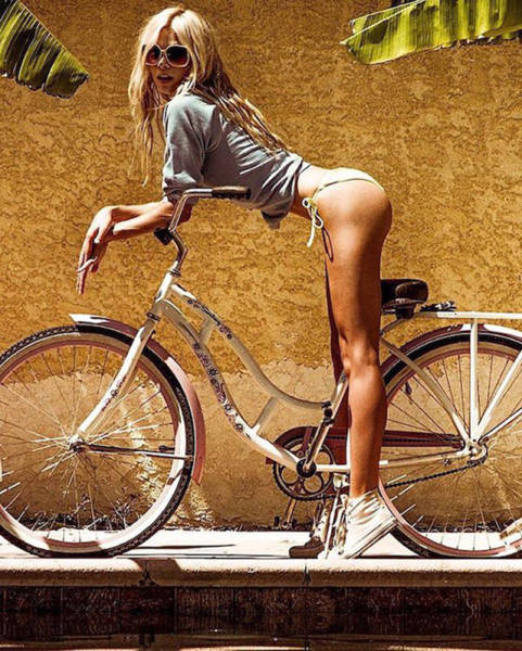 Sexy Girls On Bicycles Will Put You Instantly In A Good Mood