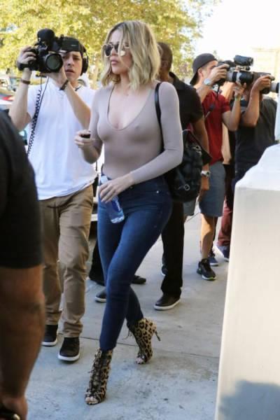 Khloe Kardashian Goes Forgot Her Bra When She Went To Kris Jenner