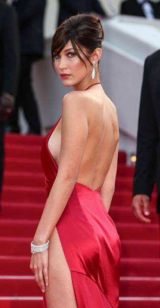 A Sneak Peek Of Hot Celebrities' Sideboob